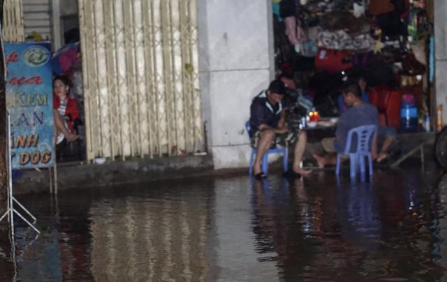 Thị xã Ninh Hoà bị biển nước bao vây, mất điện diện rộng - 5