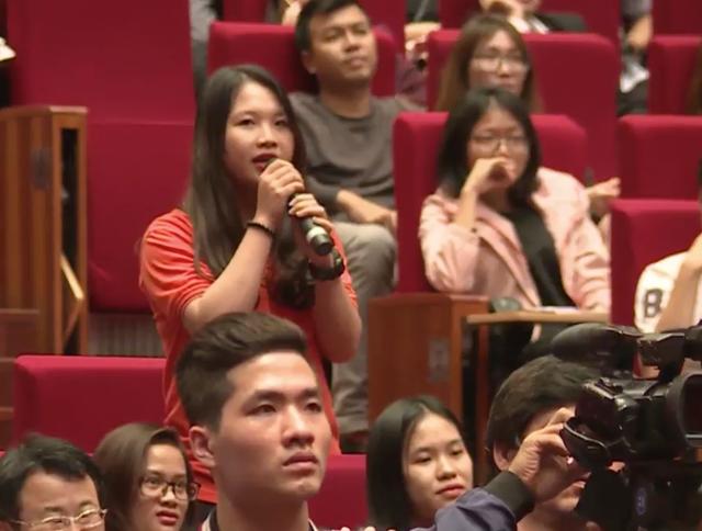 Sinh viên đặt câu hỏi với Jack Ma