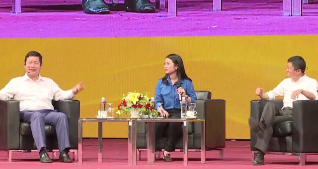 Buổi đối thoại diễn ra rất sôi nổi, Jack Ma trả lời tất cả các câu hỏi được nêu ra