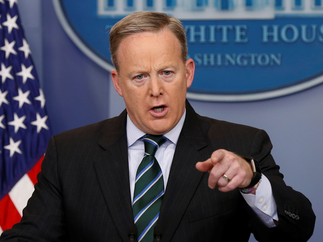 Thư ký báo chí Nhà Trắng Sean Spicer (Ảnh: Reuters)