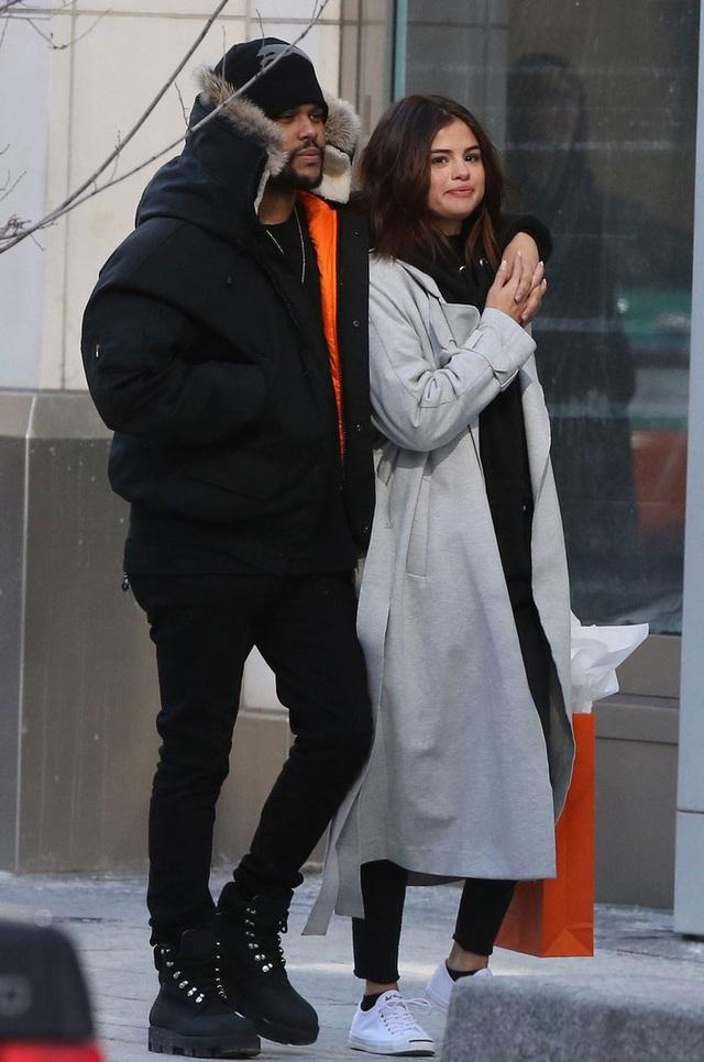 The Weeknd là mối quan hệ nghiêm túc đầu tiên mà Selena công khai sau khi chia tay với Justin Bieber.