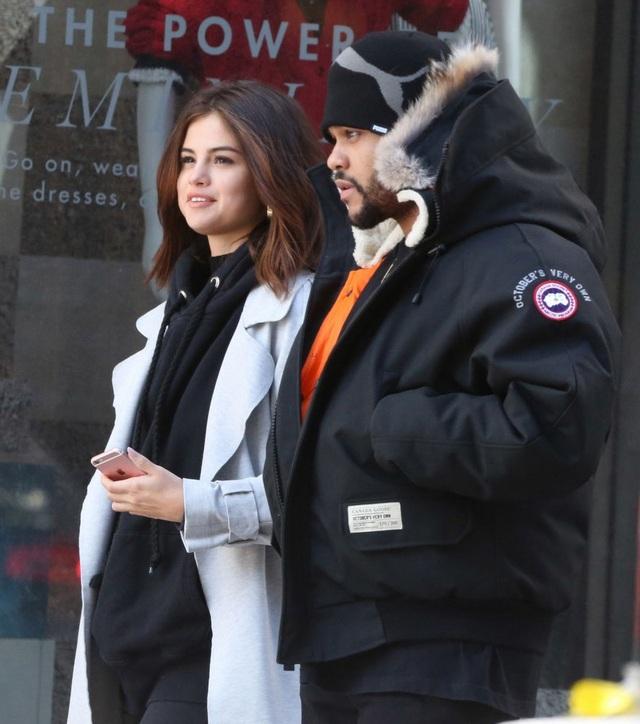 Selena Gomez rạng ngời hạnh phúc bên tình mới The Weeknd - 7