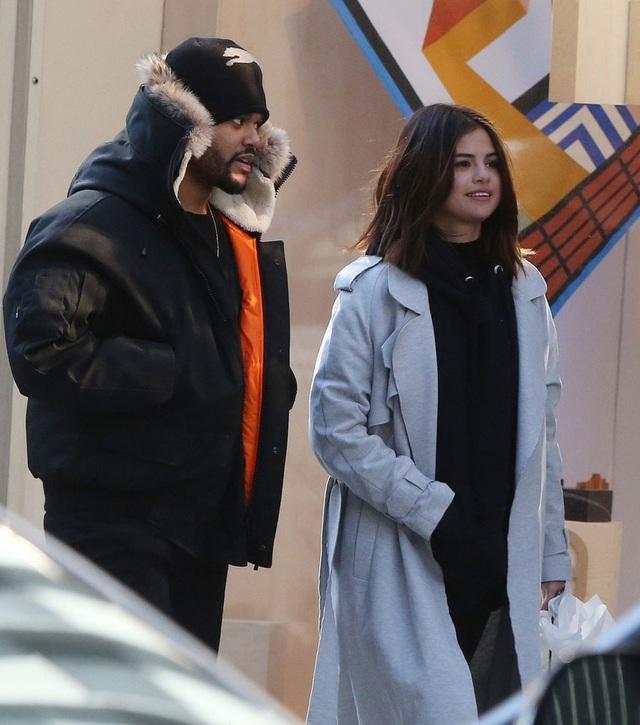 Selena Gomez rạng ngời hạnh phúc bên tình mới The Weeknd - 5