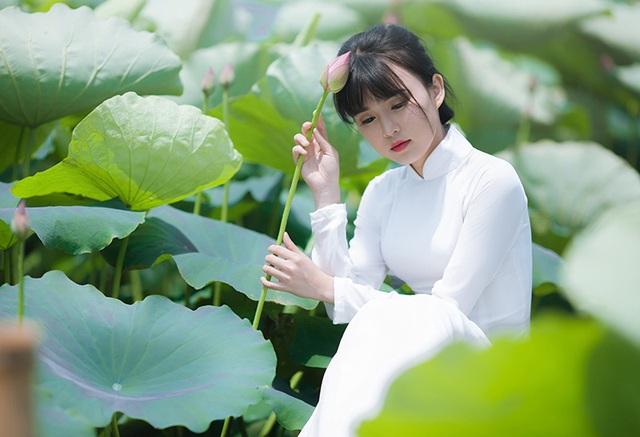 Nữ sinh Bưu chính viễn thông thích đọc sách, yêu hoa sen - 9