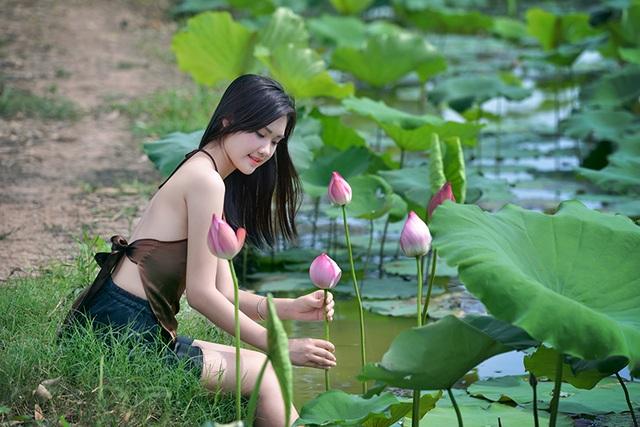 Nét duyên thầm của người con gái mặc áo yếm bên sen - 14