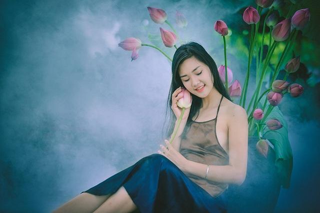 Trang thích chụp các bộ ảnh khi mặc các trang phục truyền thống, đặc biệt là rất thích áo dài.