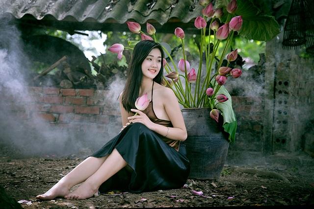 Nguyễn Đặng Huyền Trang, sinh năm 1997, quê quán ở Gia Viễn, Ninh Bình.