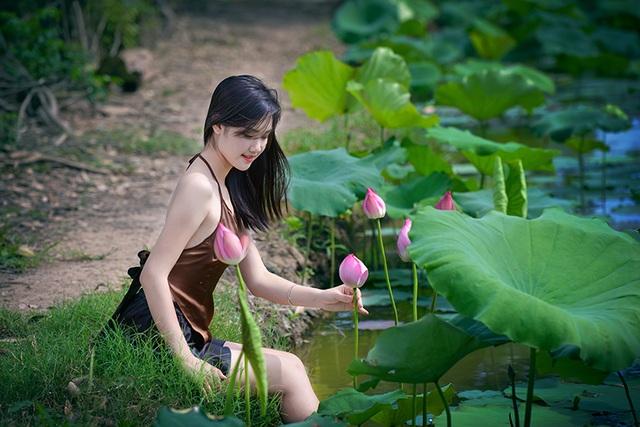 Trang hiện đang là sinh viên năm thứ 2 khoa Quản trị dịch vụ du lịch lữ hành trường Đại học Thăng Long, Hà Nội.