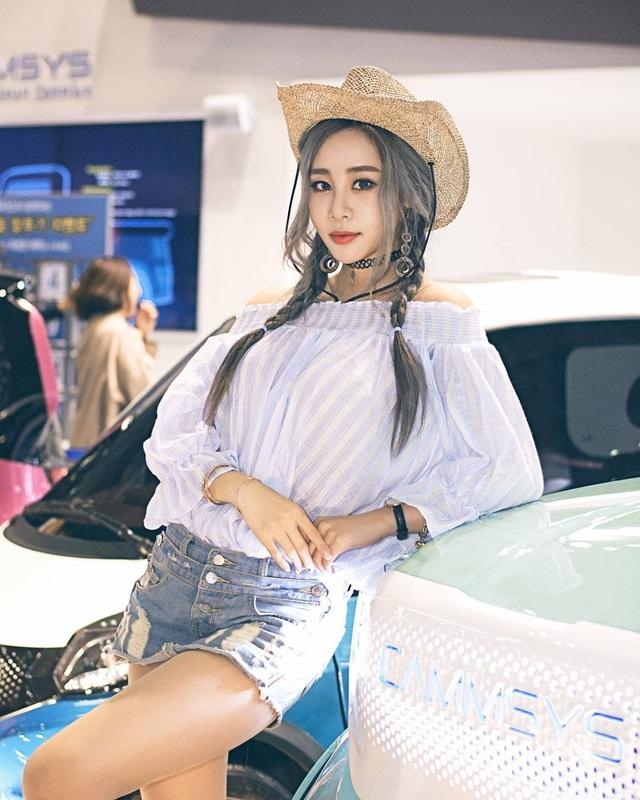 Yêu kiều mỹ nữ Hàn tại Triển lãm ô tô Seoul 2017 - 3