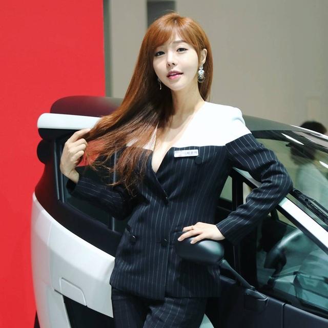 Yêu kiều mỹ nữ Hàn tại Triển lãm ô tô Seoul 2017 - 8