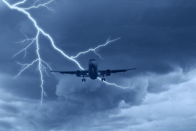 Các chuyên gia ước tính, các máy bay thương mại bị sét đánh ít nhất 1 lần trong năm