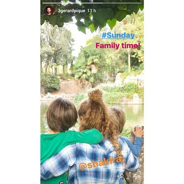 Gerard Piqué khoe ảnh Shakira và hai con lên trang cá nhân và khẳng định, đây chính là gia đình của anh.