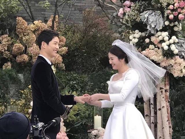 Ngày 31/10/2017 đã trở thành ngày ý nghĩa và đáng nhớ nhất với Song Hye Kyo và Song Joong Ki.