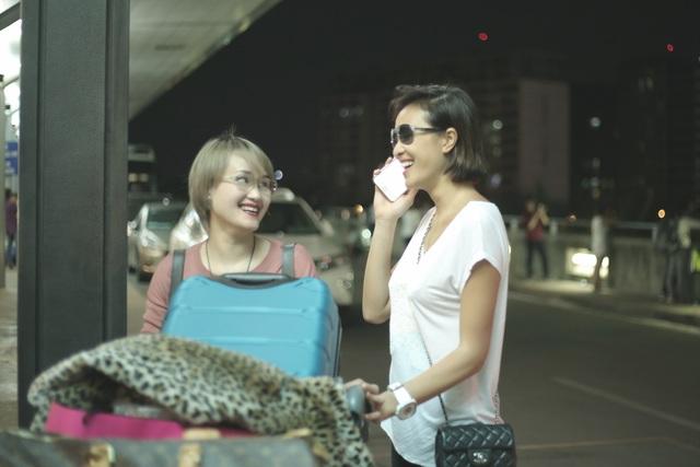 Chị gái Phương Mai tên Lan (bên trái), hơn siêu mẫu 7 tuổi và đang kinh doanh ở Hà Nội.