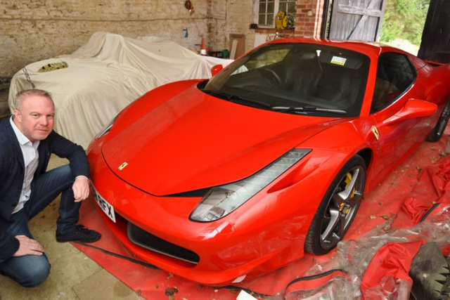 Siêu xe Ferrari sập ổ gà, thành phố bồi thường chủ xe hơn 12.000 USD - 1