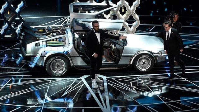 Chiếc DeLorean DMC-12 xuất hiện trong đêm trao giải Oscar 2017