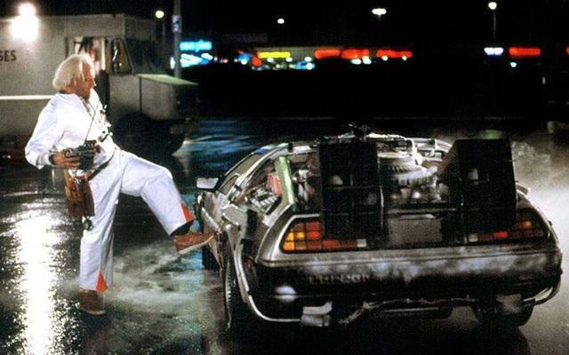 Một cảnh quay với DMC-12 trong Back to the Future năm 1985
