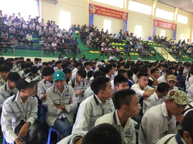 Hàng nghìn các em đoàn viên, thanh niên, sinh viên đến tham dự ngày hội việc làm