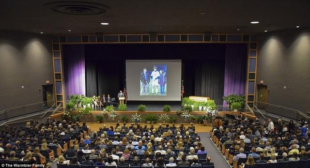 Trước đó, lễ tang được tổ chức bên trong hội trường tại Trường Wyoming. Những hình ảnh về Otto Warmbier khi còn sống cũng đã được trình chiếu để tưởng niệm sinh viên này. (Ảnh: Warmbier Family)