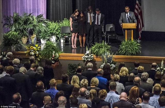 Thời khắc mặc niệm người đã khuất của những người dự lễ tang Otto Warmbier. (Ảnh: Getty)
