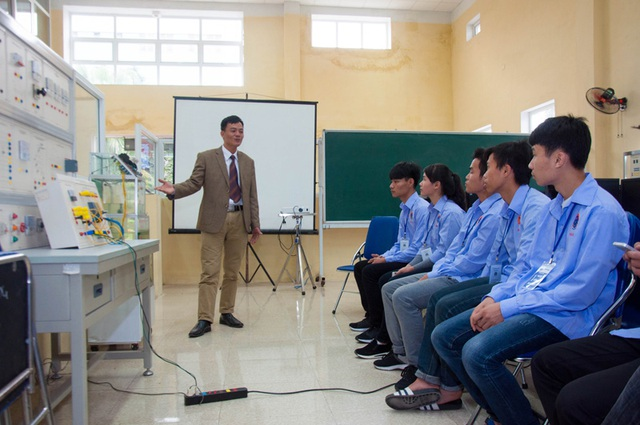 Học sinh được trải nghiệm các ngành nghề tại nhiều khoa đào tạo là thế mạnh của trường Đại học Sao Đỏ: Khoa Điện, Khoa Cơ khí, Khoa ô tô, Khoa Công nghệ may & thời trang…