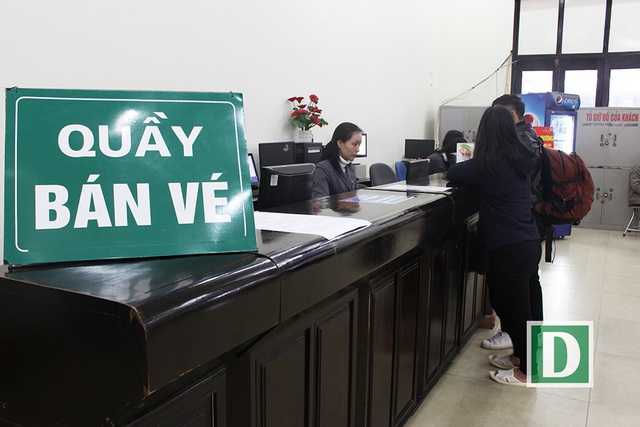 Hành khách hứng thú với cổng soát vé tự động tại ga Hà Nội - 3