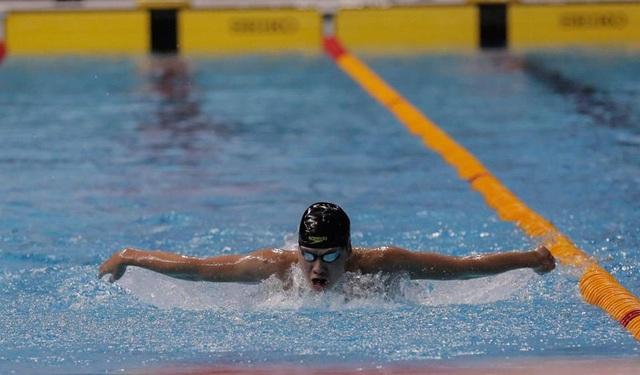 Nguyễn Hữu Kim Sơn trên đường bơi 400m hỗn hợp, ảnh: Q.H