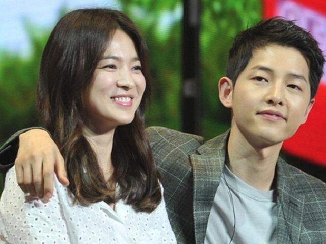 Song Hye Kyo và Song Joong Ki công khai tình cảm vào tháng 6/2017.