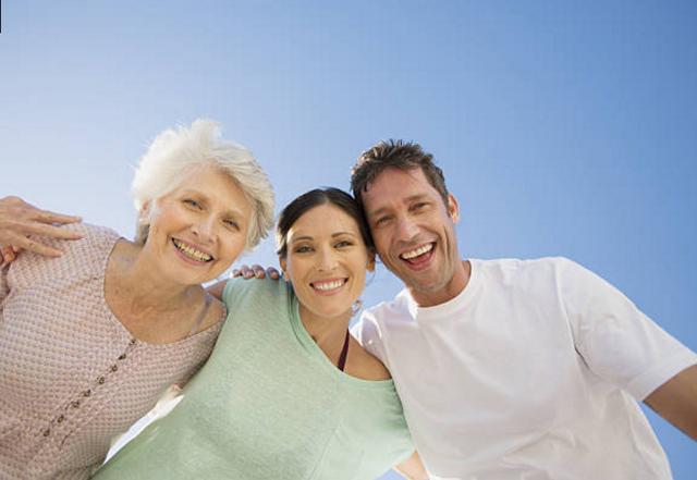 Ức chế sống chung với mẹ chồng: Hãy hiểu mẹ không còn nhiều thời gian nữa - 1