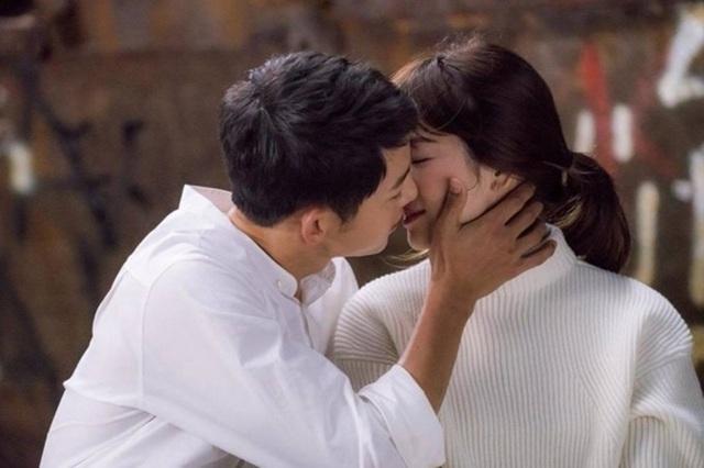 Song Hye Kyo hơn Song Joong Ki 4 tuổi.