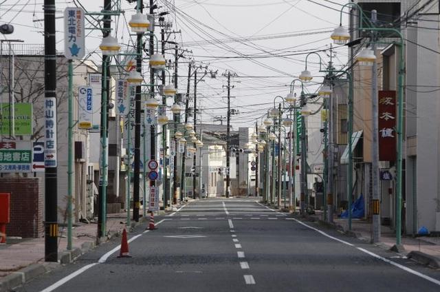 Thị trấn Tomioka nằm trong bán kính 20km quanh nhà máy điện hạt nhân Fukushima đã bị sơ tán toàn bộ và trở nên hoang vắng.