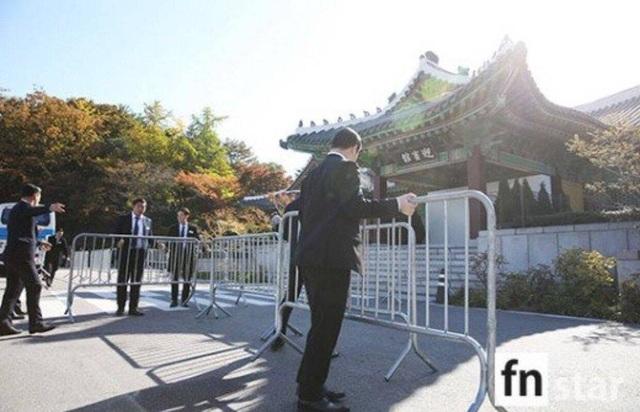 Lực lượng an ninh đã được tăng cường trước giờ diễn ra hôn lễ.