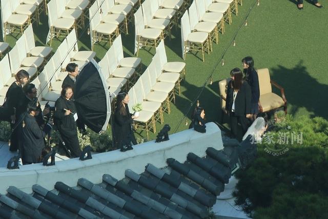 Thời tiết cũng rất ủng hộ hôn lễ ngoài trời của Song Hye Kyo và Song Joong Ki.