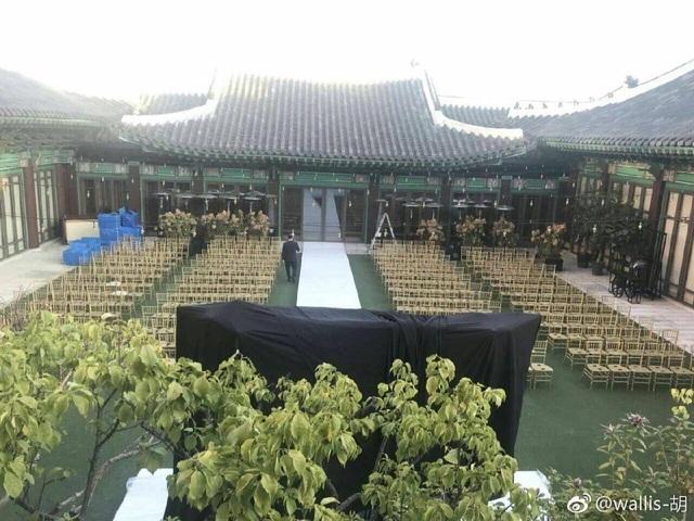 Đám cưới của Song Hye Kyo và Song Joong Ki có khoảng 300 người tham dự.
