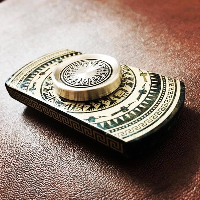 Spinner họa tiết trống đồng