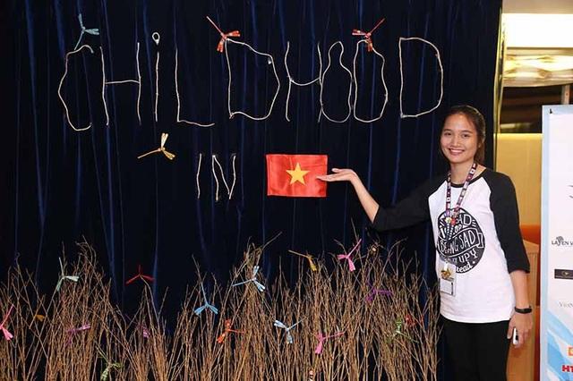 Không gian đậm chất Việt Nam với nhiều rặng tre và chuồn chuồn đầy màu sắc