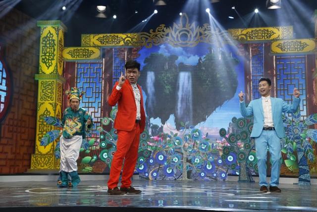 Hai diễn viên trẻ tham gia ở phần đầu chương trình là Trung ruồi và Minh tít đã mang đến màu sắc mới.