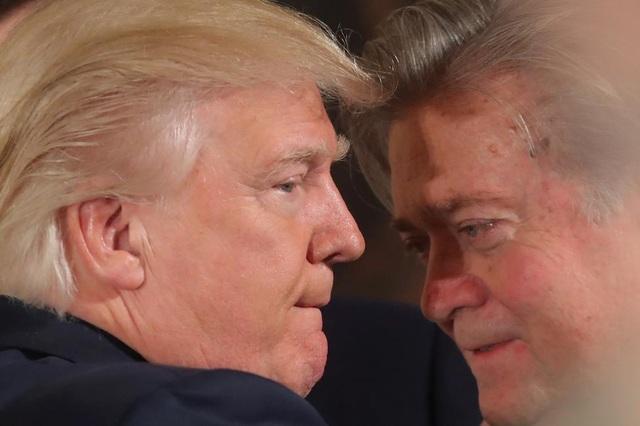 Ông Bannon được coi là cánh tay phải của ông Trump bởi đóng góp tích cực cho chiến dịch tranh cử của tỷ phú New York.