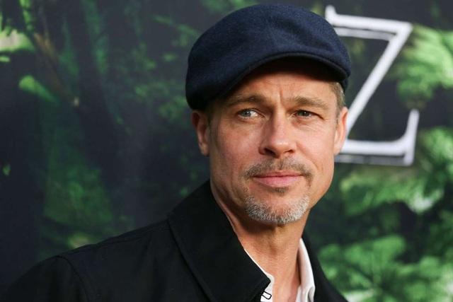 Vào năm 2001, tài tử Hollywood thu về khoảng 30 triệu USD cho vai diễn trong Oceans Eleven. Trong năm sau đó, Brad Pitt nhận cát-sê 20 triệu USD và ngày nay, anh chỉ nhận lời góp mặt trong những dự án có mức cát-sê tiền triệu, cho dù đó chỉ là những dự án vô cùng nhỏ.