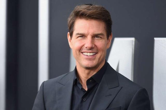 Nam diễn viên 3 lần được đề cử Oscar là một trong những ngôi sao nhận cát-sê cao nhất tại Hollywood. 1 triệu USD là con số tối thiểu mà Tom Cruise nhận được cho các bộ phim mà anh góp mặt. Trong bộ phim hài Rock of Ages (2012), Tom kiếm được 7 triệu USD, đây cũng là con số anh nhận được ghi tham gia bộ phim Jack Reacher (2012).