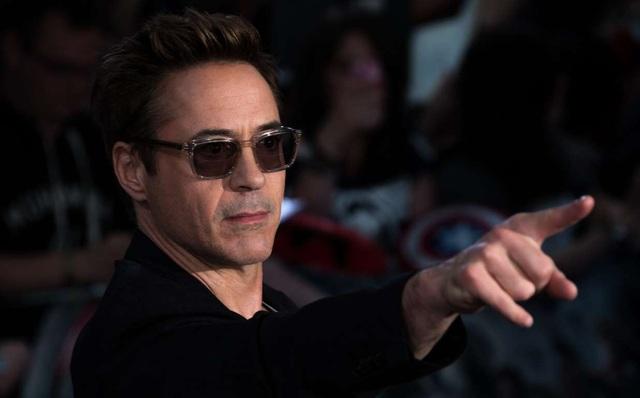 Ngôi sao của bộ phim Người sắt nhận cát-sê 20 triệu. Theo tờ Hollywood Reporter, cát-sê của Robert Downey Jr. cho phần tiếp theo của bộ phim này gần gấp đôi.