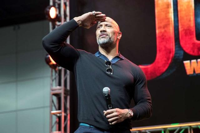 Dwayne Johnson là một trong những ngôi sao Hollywood không ngại đề nghị những mức cát-sê khủng. Trung bình, anh kiếm được 14 tới 15 triệu USD cho một dự án anh tham gia.