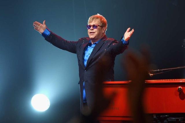 Số tiền mà Elton John nhận được cho một show diễn vào khoảng 1,5 triệu tới 2 triệu USD.