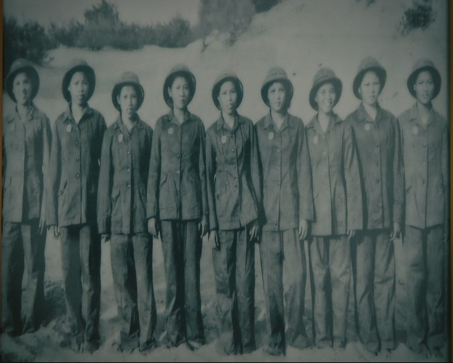 Tiểu đội nữ đội dân quân 9 cô gái Kỳ Phương với chiến thuật bắn chẻ đầu máy bay Mỹ đã giành nhiều thành tích lớn chỉ trong 27 ngày.