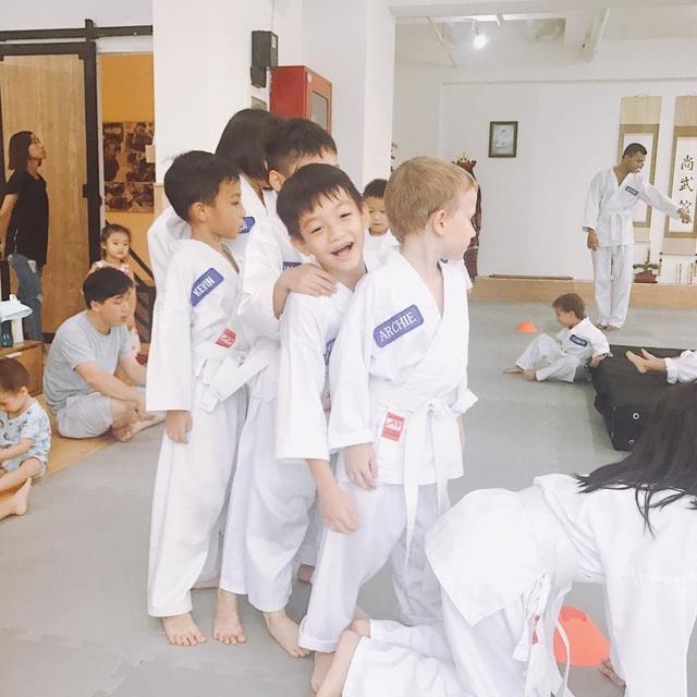 Á hậu Tú Anh thân thiết với Noo Phước Thịnh, Hà Tăng tái xuất sau khi sinh con - 8