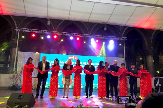 """Sự kiện """"Ngày văn hóa Việt Nam"""" tại Áo đã thành công tốt đẹp, đánh dấu một mốc phát triển toàn diện hơn trong quan hệ hai nước Việt Nam và Áo."""