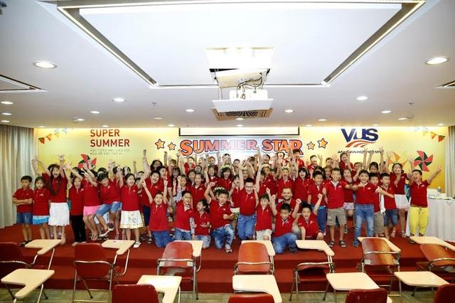 Giao lưu bạn bè, trau dồi kiến thức Anh ngữ, tự tin giao tiếp với thầy cô giáo bản ngữ là những trải nghiệm mà học viên VUS có được khi tham gia Summer Star Contest.