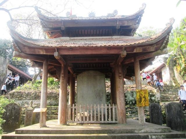 Tấm bia Sùng Thiện Diên Linh 900 tuổi được đặt ở chùa Long Đọi Sơn, xã Đọi Sơn, huyện Duy Tiên, tỉnh Hà Nam