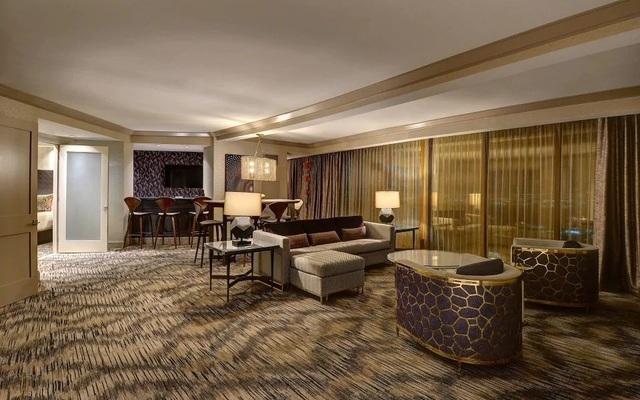 Bên trong căn phòng Paddock thuê ở tầng 32 của khách sạn Mandalay Bay (Ảnh: Reuters)
