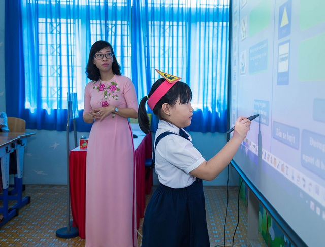 Tác phong, lời ăn tiếng nói của giáo viên thường được mọi người quan tâm, chú ý (Ảnh minh họa)